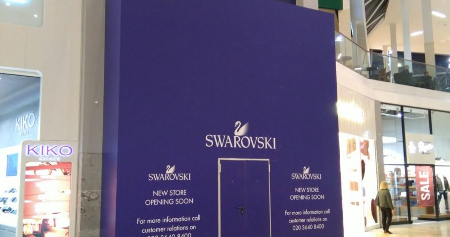 Finishing with the last finishes of painting in the work of reform of the commercial premises Swarovski in Glasgow