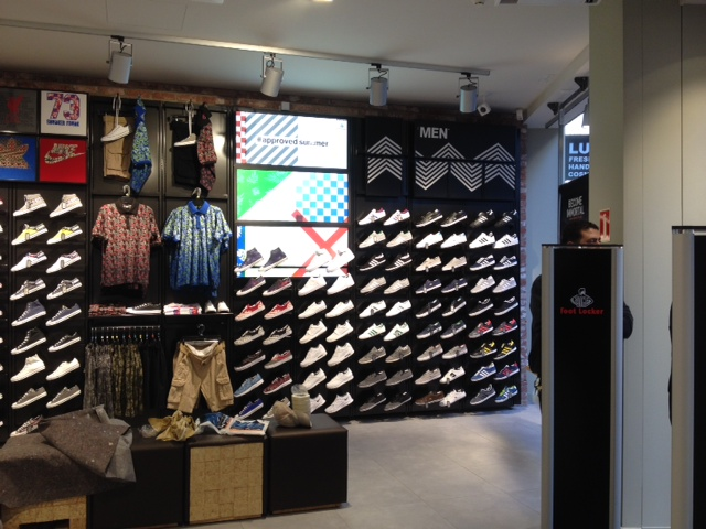 af102e447cedab Footlocker Kalverstraat  Footlocker Kalverstraat  Footlocker Kalverstraat  ...