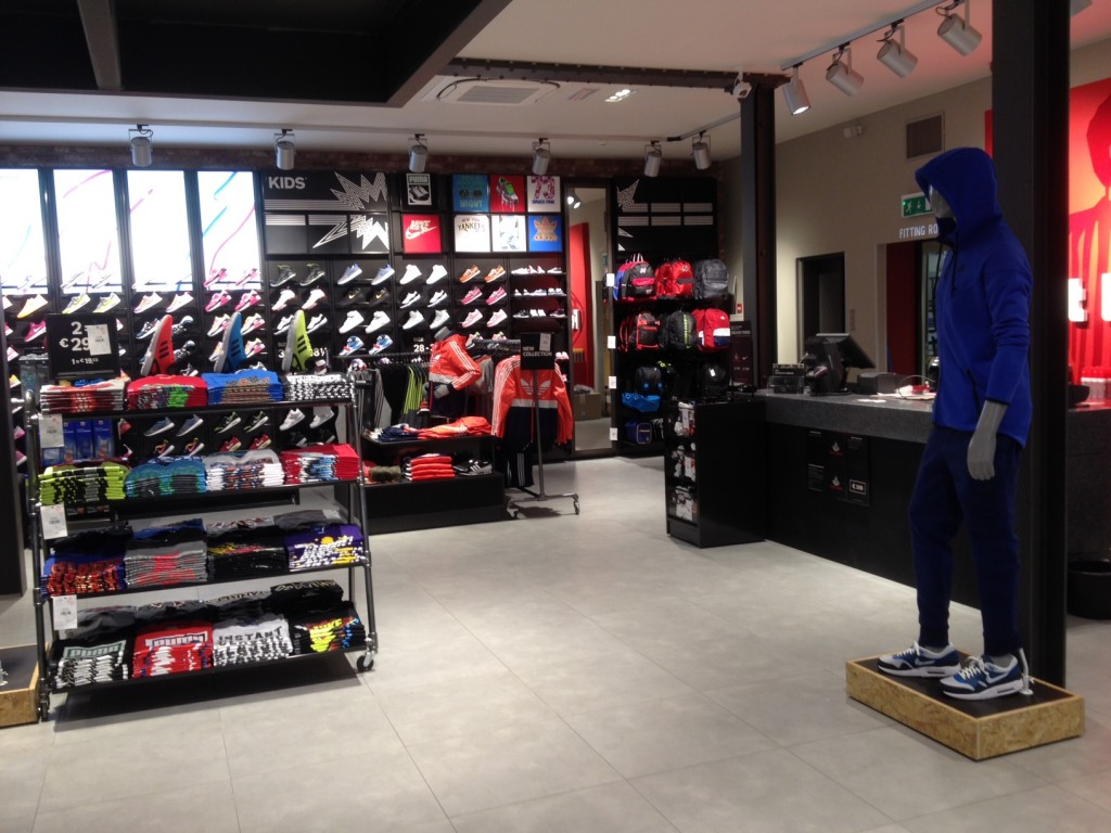 fb3a03a02ca032 ... Footlocker Kalverstraat  Footlocker Kalverstraat